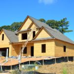 Stosownie z bieżącymi regulaminami świeżo tworzone domy muszą być oszczędnościowe.